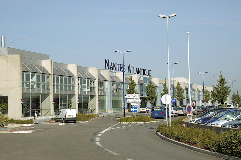 Locations de vacances proximit de l 39 a roport de nantes for Piscine bouguenais