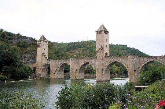 Hotels g tes et chambres d 39 h tes proximit du pont for Cahors chambre d hotes