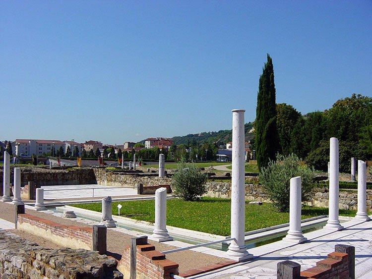 Locations de vacances au mus e gallo romain saint romain - Piscine st romain en gal ...