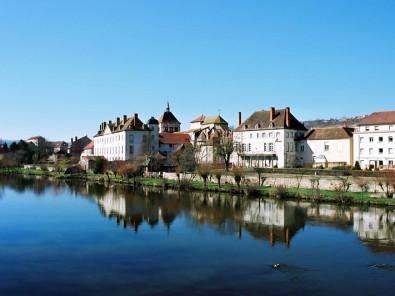 Tourisme ebreuil allier for Appart hotel rochefort