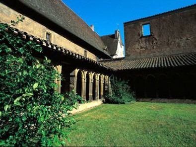 Chambres d 39 h tes l 39 abbaye b n dictine charlieu et ses for Loi chambre hote